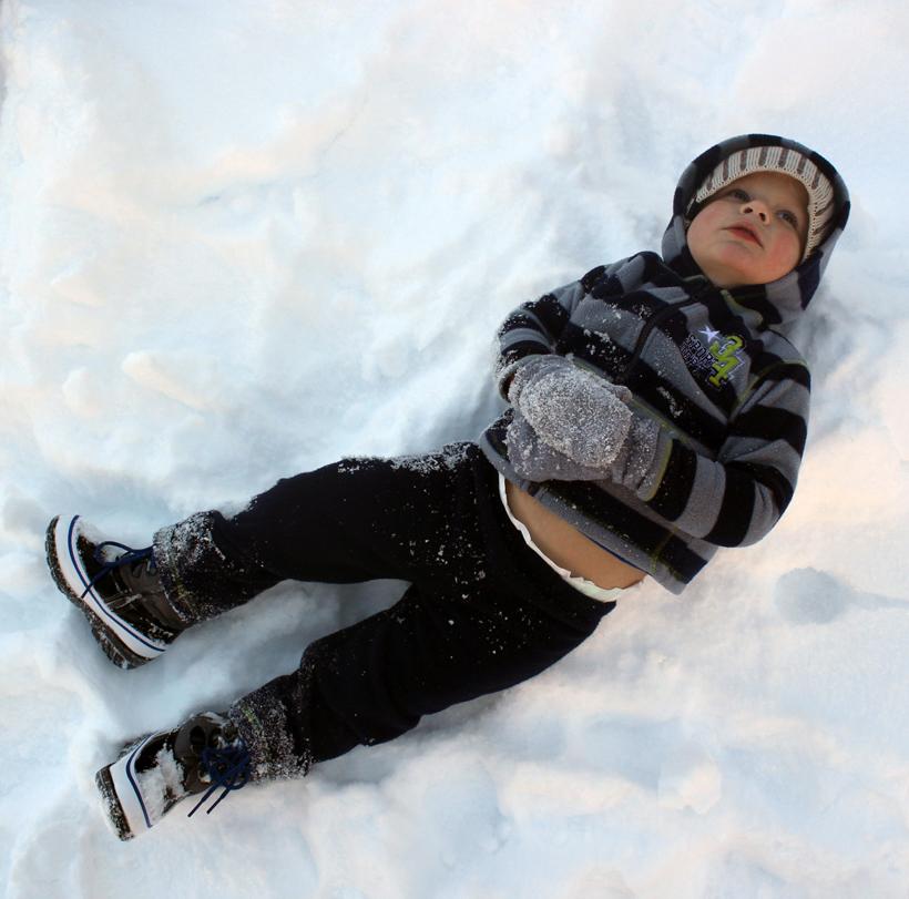 Ezra in snow 040