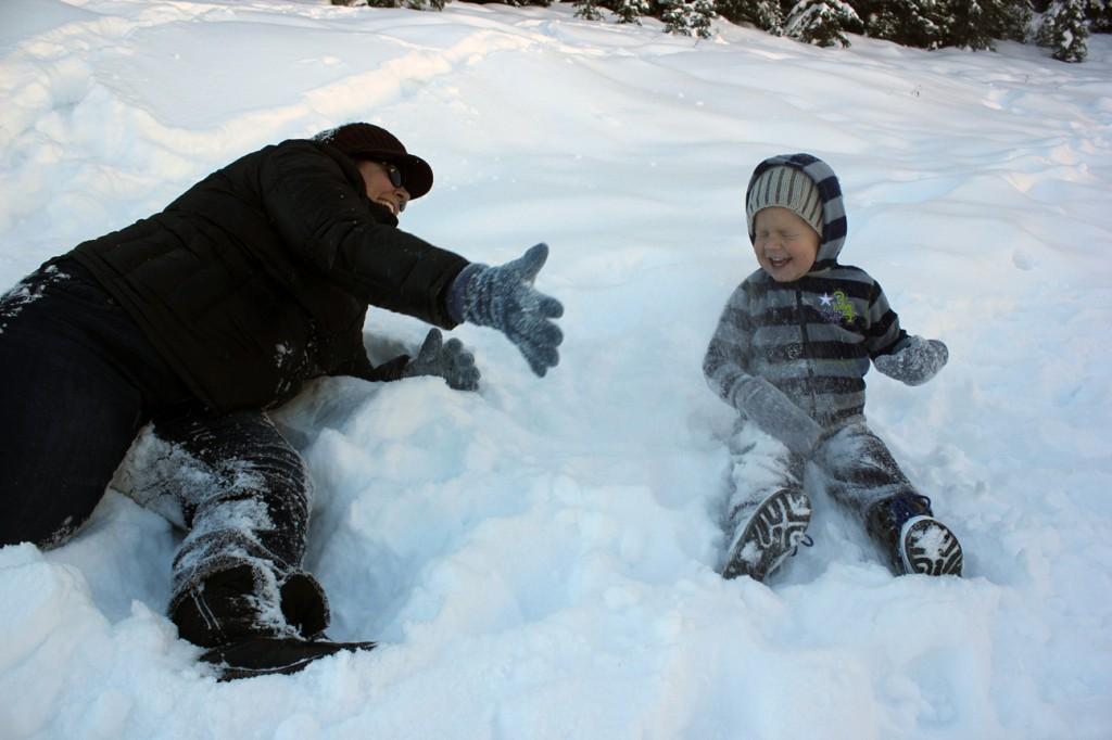 Ezra in snow 061