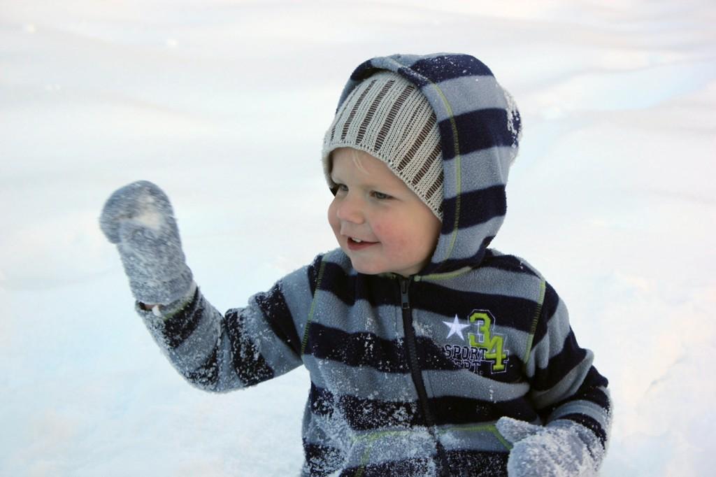 Ezra in snow 066