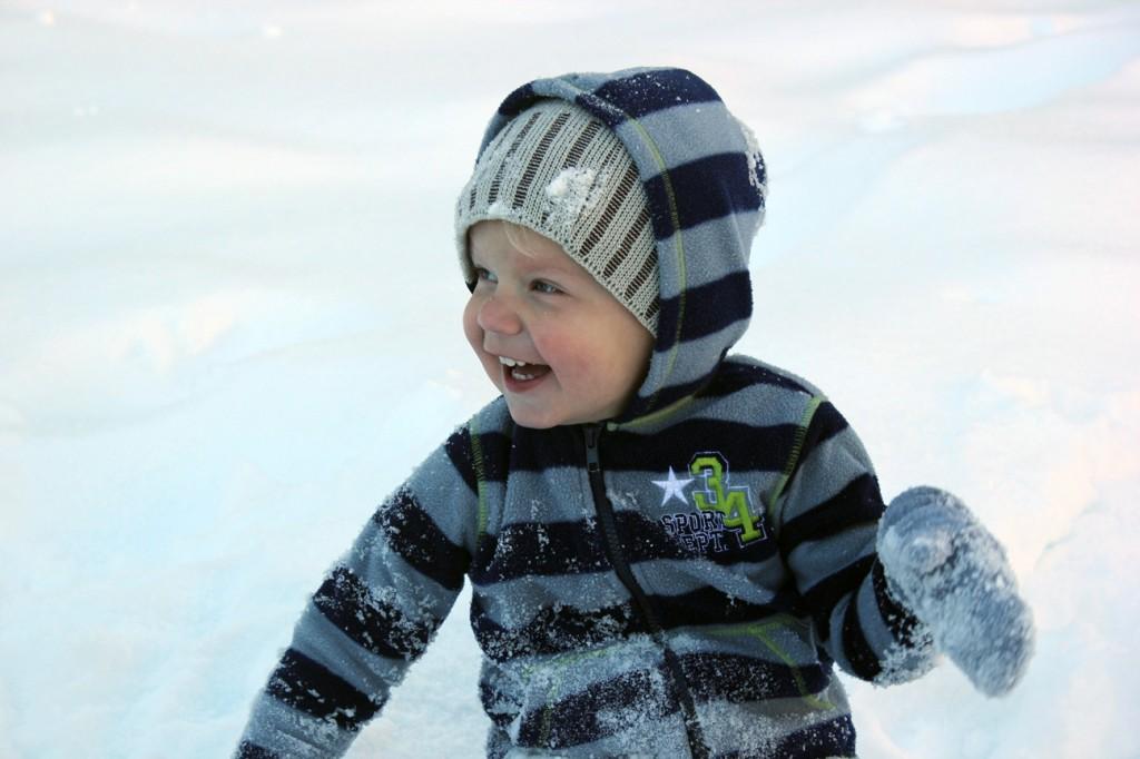 Ezra in snow 084